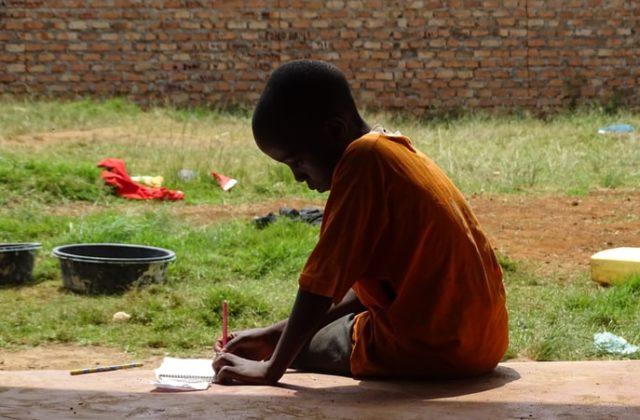 UNICEF APOIA PRIMEIRA FÁBRICA DE TIJOLOS FEITOS DE PLÁSTICO RECICLADO EM ÁFRICA